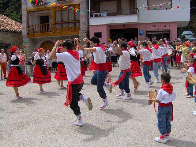III Exhibición de Folclore y música de Tudanca. La música tradicional de Cantabria. Folclore tradicional del valle del Nansa. Nansa Natural para disfrutar del floclore de Cantabria.