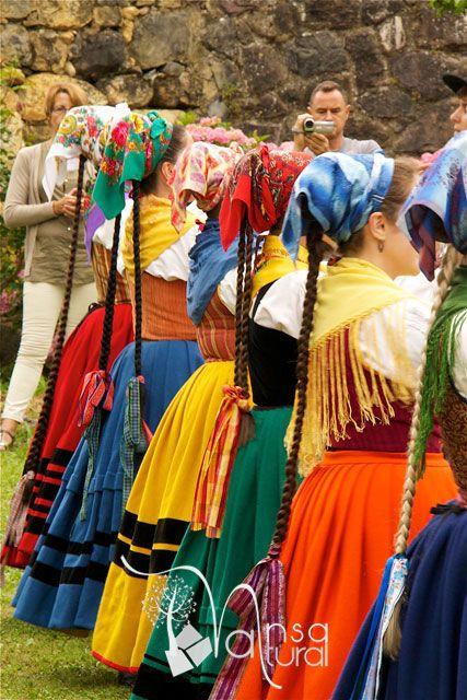 III Exhibición de Folclore y música de Tudanca. La música tradicional de Cantabria. Folclore tradicional del valle del Nansa. Nansa Natural para disfrutar del floclore de Cantabria. Actuación de Coros y Danzas de Santander en Tudanca.